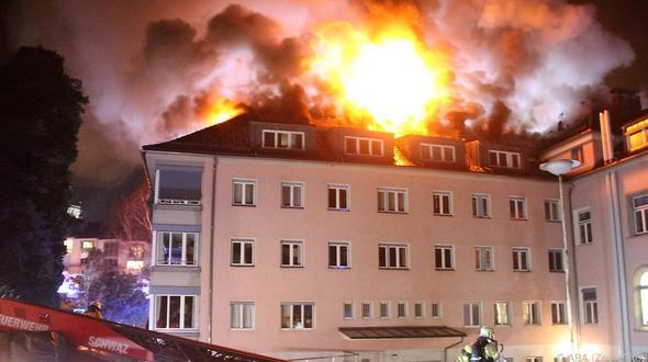 Verletzte bei Brand in Altersheim